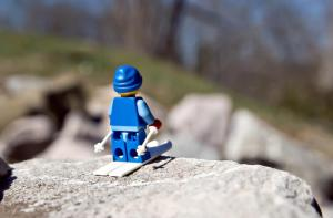 lego skier from http://usatunofficial.files.wordpress.com