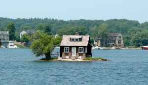 A tiny house on a little island from jotable.com